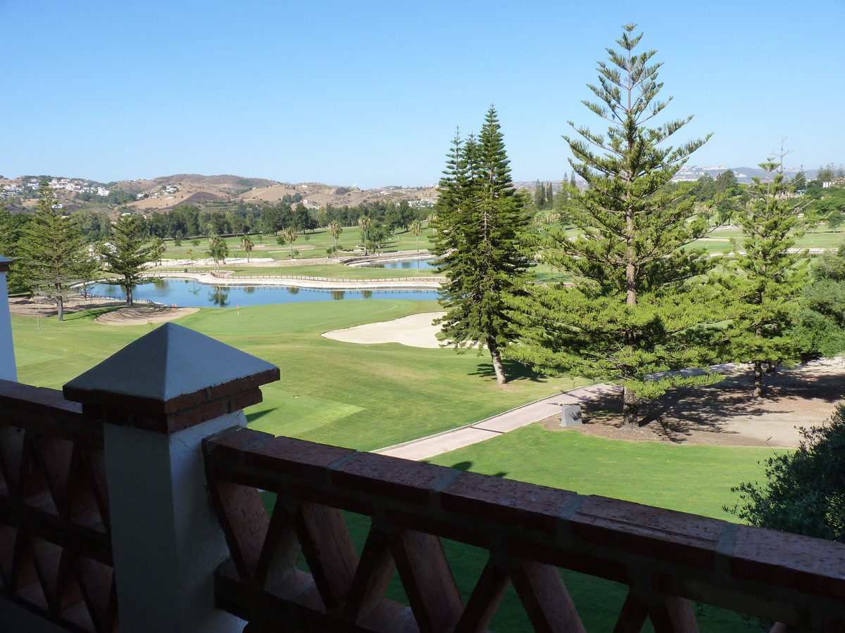 Las Golondrinas fase II  We are delighted to present to you, a fantastic 2 bedroom, 2 bathroom  Golf Spain