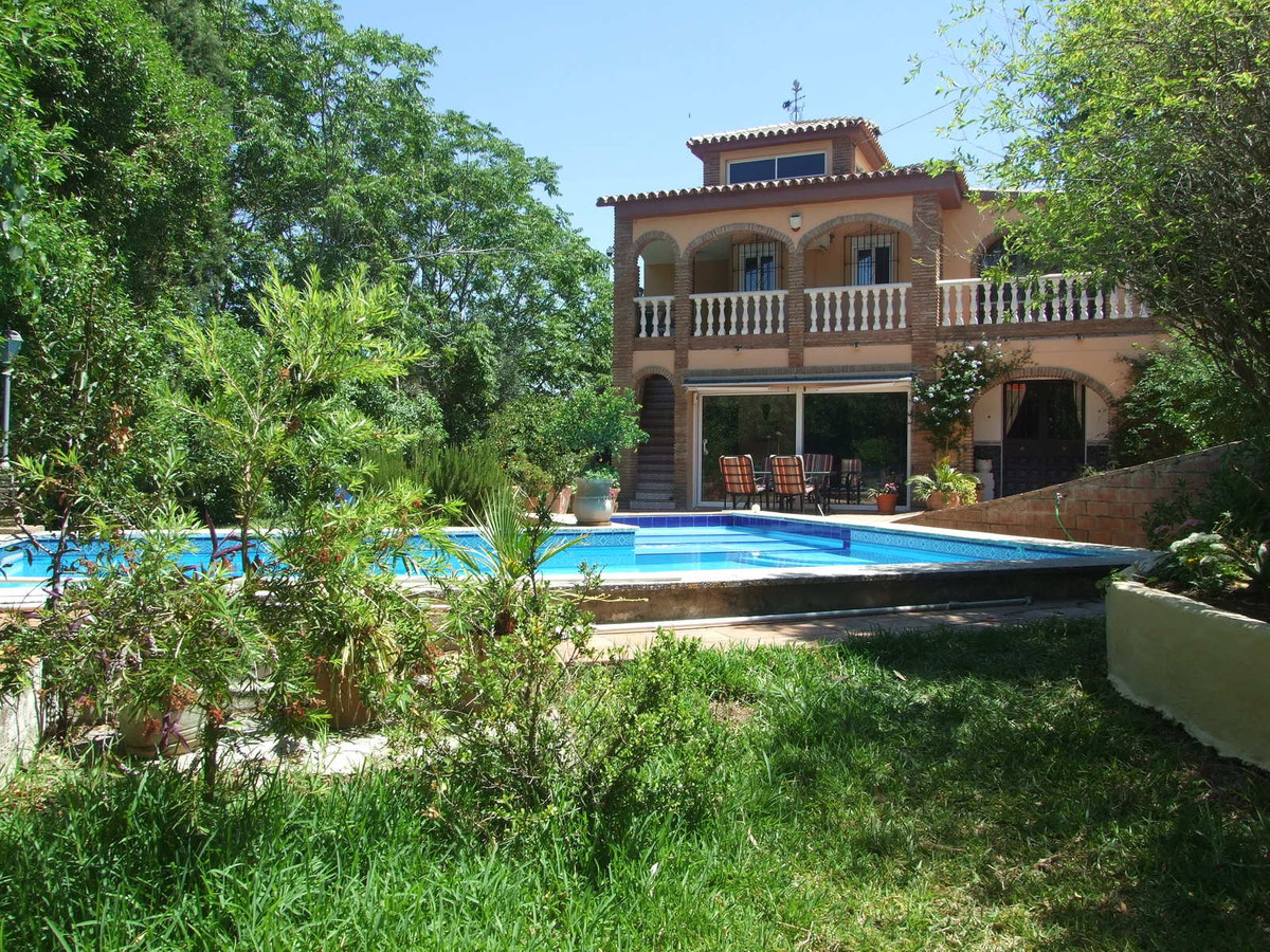 Fantastic 5 bedroom, detached house with separate accommodation set on 5000 meters of land in Alhaur, Spain