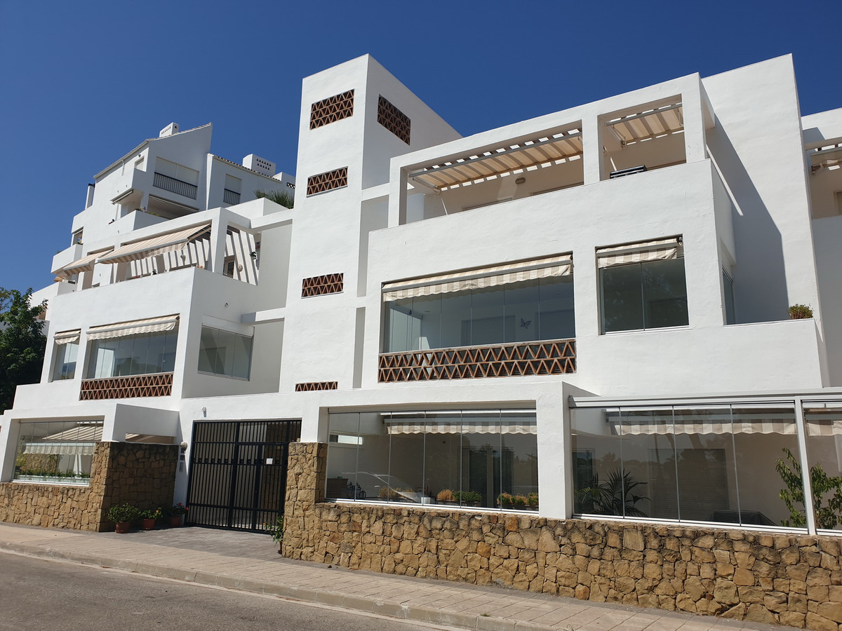 Riviera Del Sol - Golf Gardens  We have the opportunity to present you a fantastic 3 bedroom, 2 bath,Spain