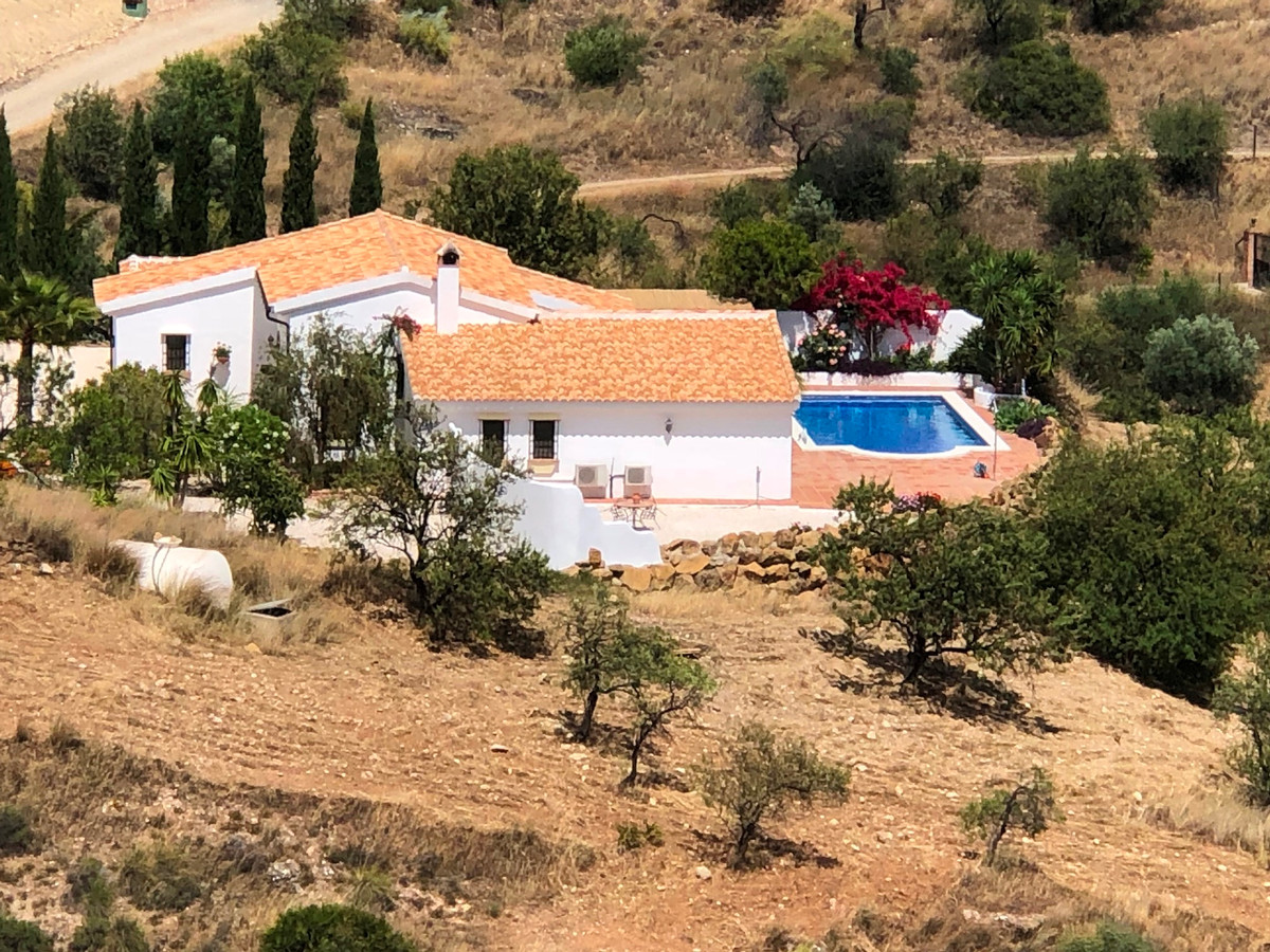 A very stylish, all on one level, detached country villa set within 10,000 m2 of land located in the,Spain