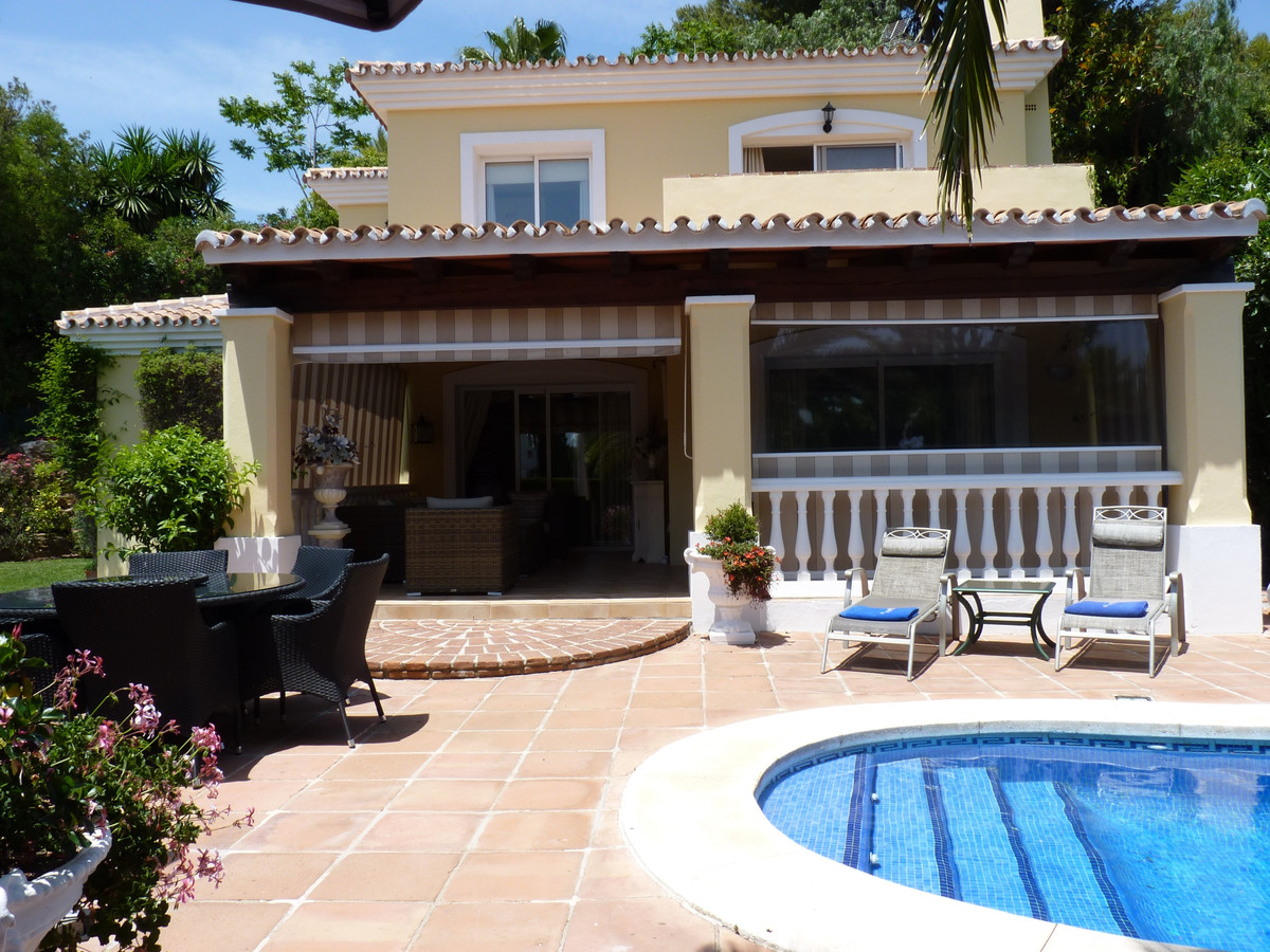 . This is simply a beautiful property!  Detached villa,  with 4 bedroom, 3 bathrooms, 1 en suite, in, Spain