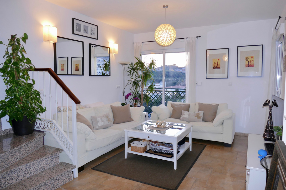 This wonderful and contemporary corner duplex penthouse is located in the best area of ??Benalmadena,Spain