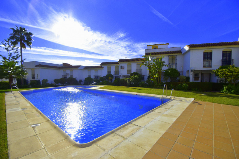 Spectacular townhouse, 3 levels, refurbished with excellent qualities.  The first floor: Sunny livin, Spain