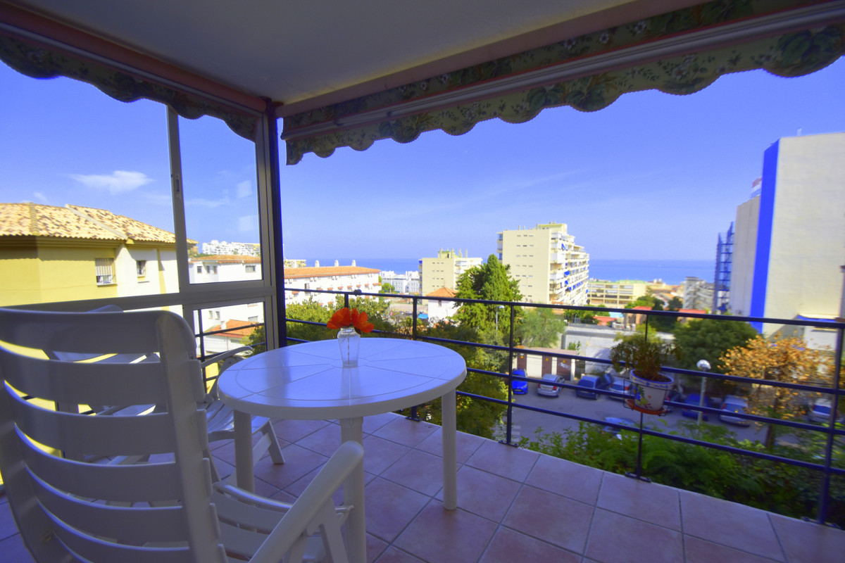 Middle Floor Apartment in La Carihuela R3142399