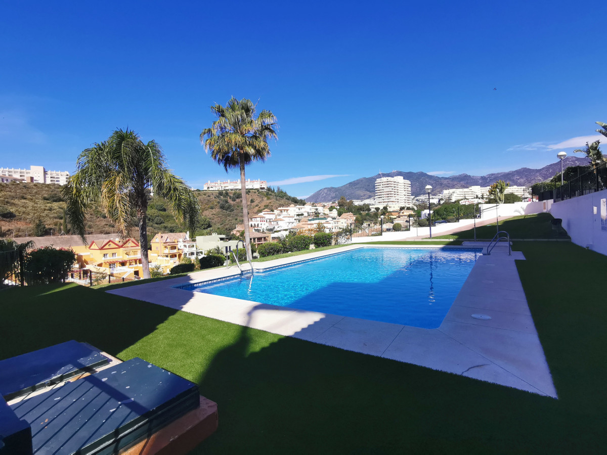 Opportunity! Walking to the beach! Spacious and sunny house with 2 bedrooms, fitted wardrobes, 2 bat, Spain