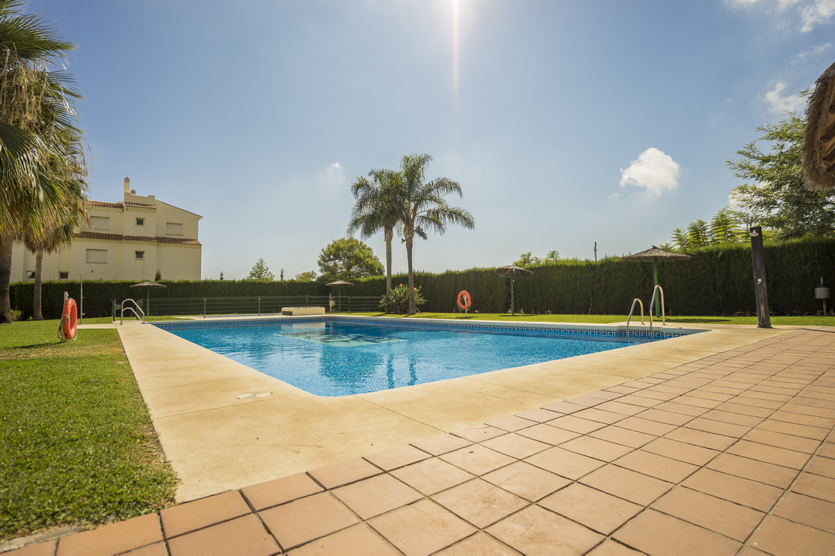 Great opportunity to purchase this super ground floor apartment located in Arenal golf fase 2, Benal,Spain