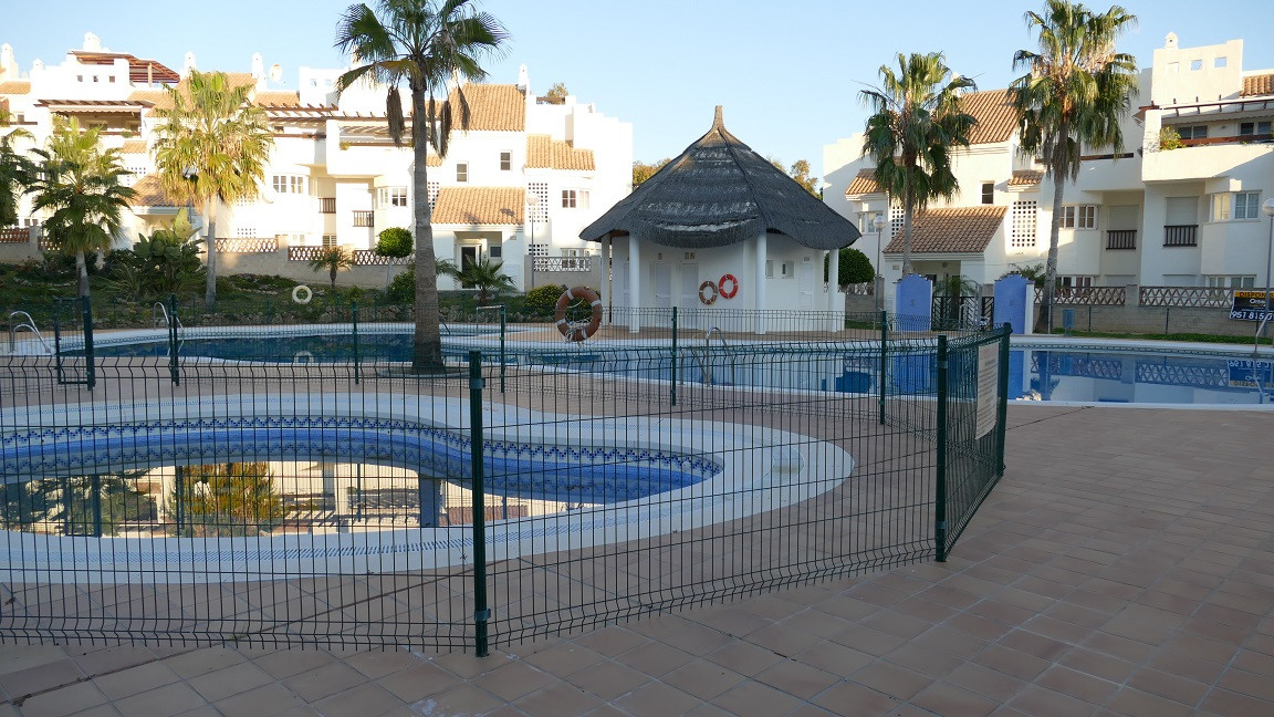 We offer for sale this super garden apartment located on the prestigious Arenal golf phase one devel,Spain