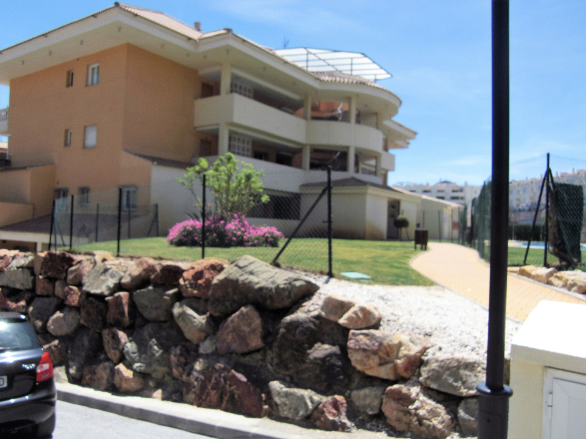 This Sunny South facing End apartment on first floor is superbly finished and is in a well developed,Spain