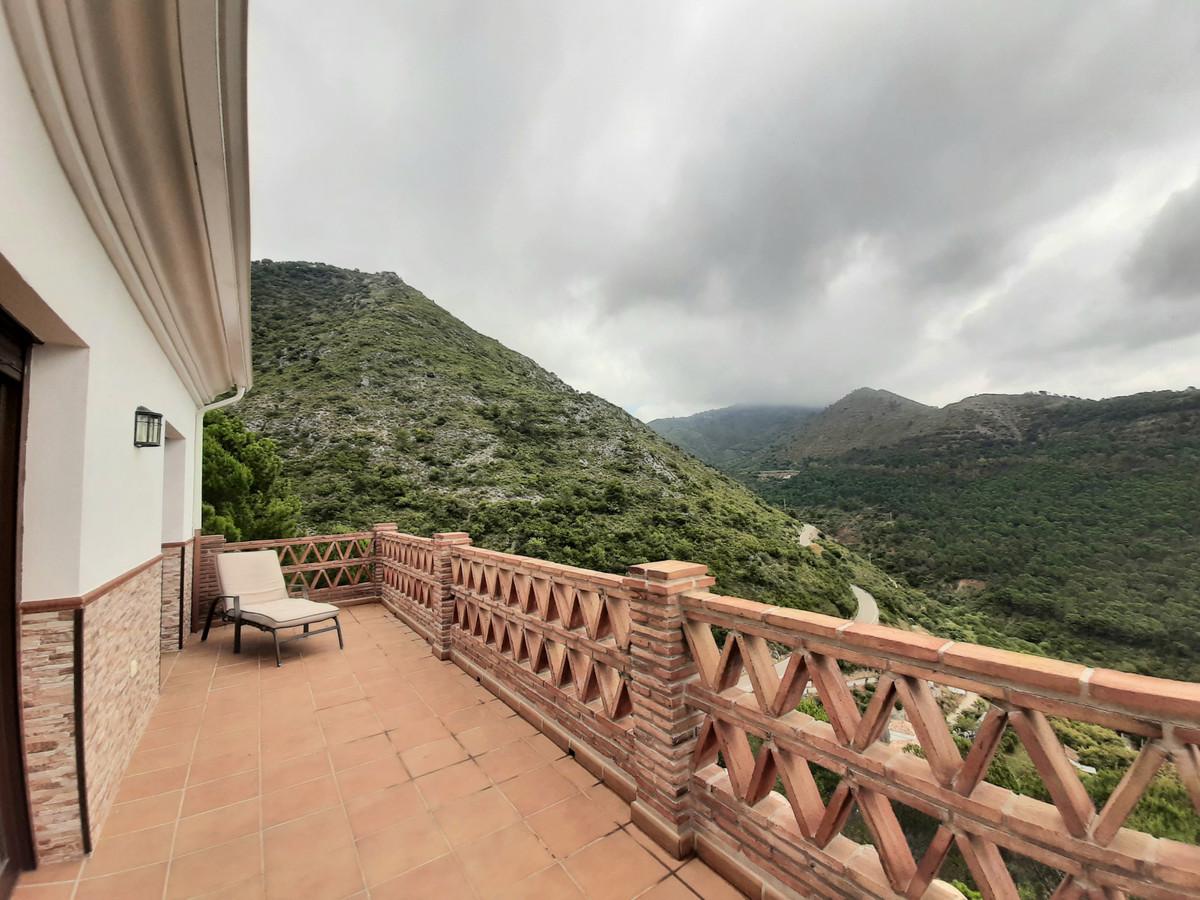 Semi-Detached House, Ojen, Costa del Sol. 3 Bedrooms, 2.5 Bathrooms, Built 282 m², Terrace 58 m², Ga,Spain