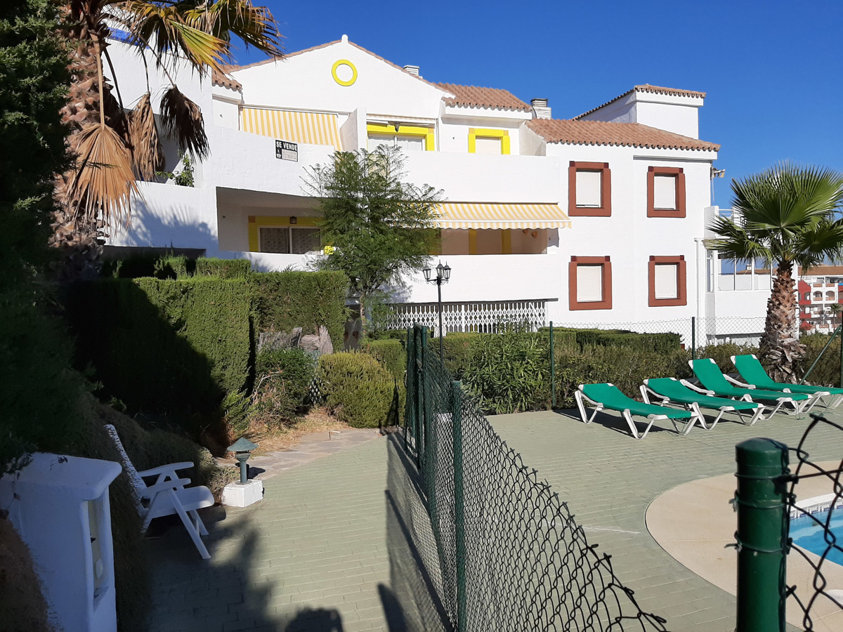 Great opportunity to buy a 3 bedroom apartment in Colinas de Riviera.  Elevated ground floor from ou,Spain