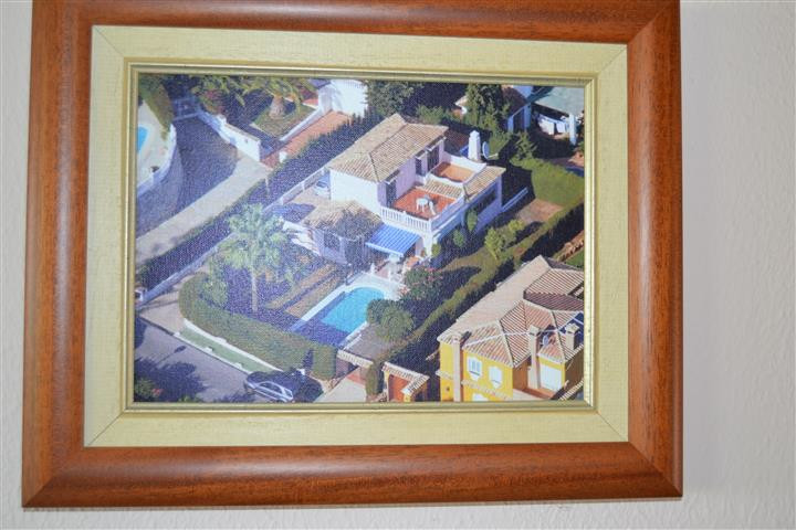 Villa in Calle Encinas.  Great opportunity to buy this 3 bedroom Villa and put your own touch on to ,Spain