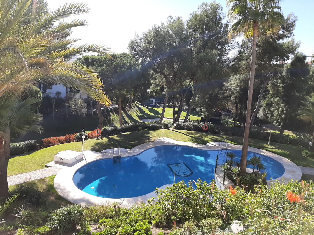 Nice spacious bright apartment 3 bedrooms, 2 bathrooms ,located in Calahonda Golf, next door to the , Spain