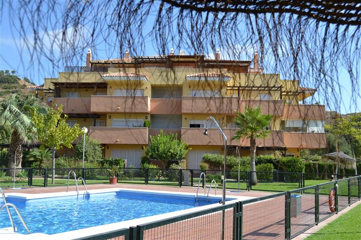Great opportunity to buy a Penthouse in Los Prados.  2 bedroom, 2 bathrooms, large wrap around terra,Spain