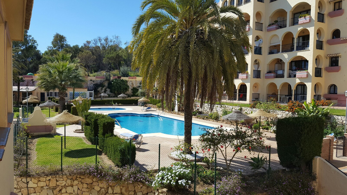 Great Opportunity to buy a Penthouse in Torreoceano.   You get the Wow! factor when you walk in and ,Spain