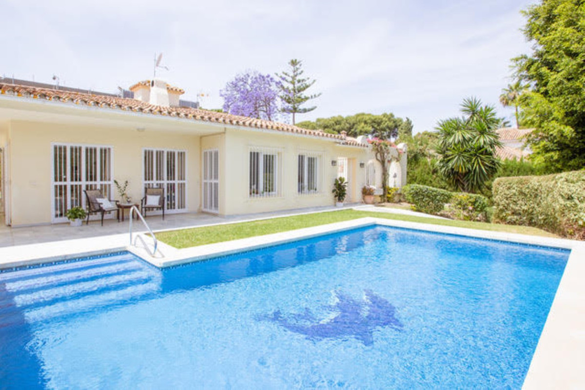 BEACHSIDE VILLA IN EXCLUSIVE, SECURE & LUXURY RESIDENTIAL AREA - Available now for long term ren,Spain