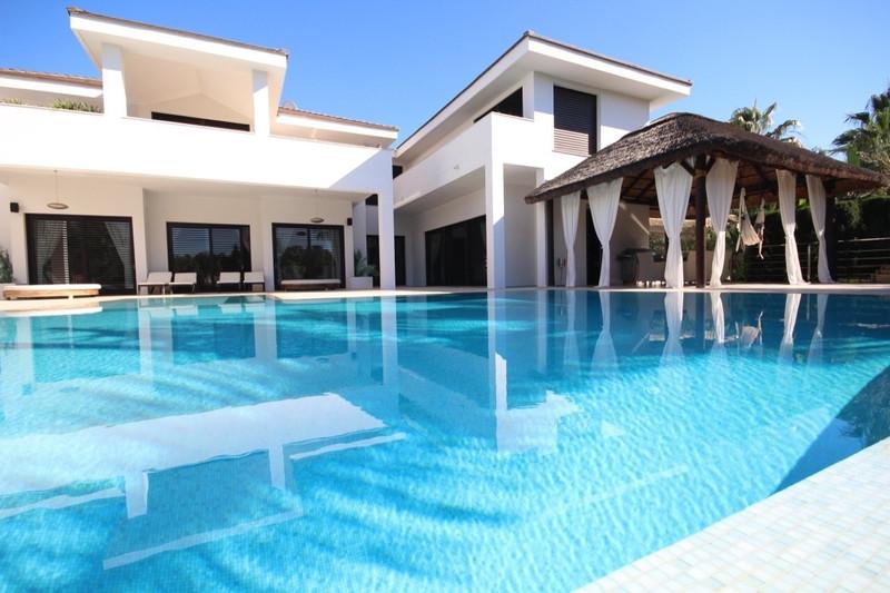 Villa – Chalet en venta en Guadalmina Baja – R3021947