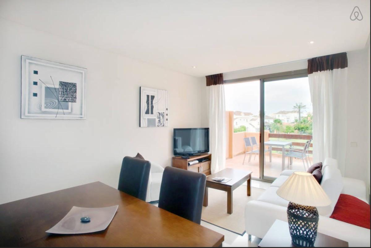 Apartamento Planta Media en Venta en New Golden Mile – R3137926