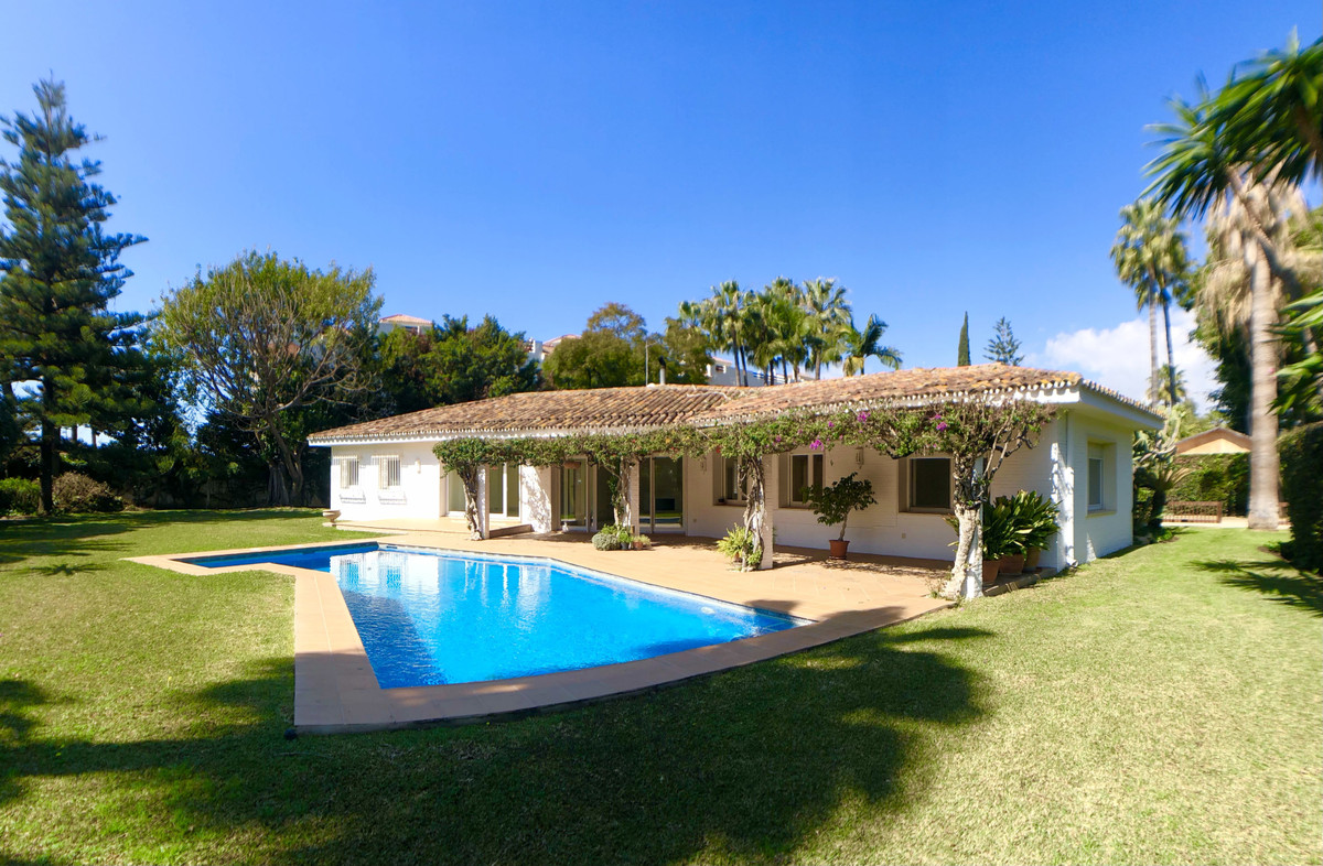 UNFURNISHED BEACH SIDE VILLA, SAN PEDRO.   Fantastic 3/4 bedroom detached family home all on one lev,Spain