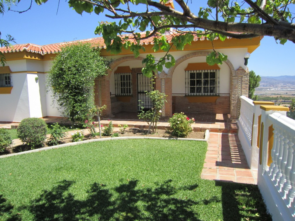 For sale fantastic one floor  villa  plus a large  semi-basement, in one of the best urbanizations o, Spain