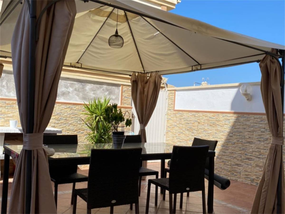 For sale in a highly demanded  area, Townhouse  of 186m2, in perfect condition with communal gardens,Spain