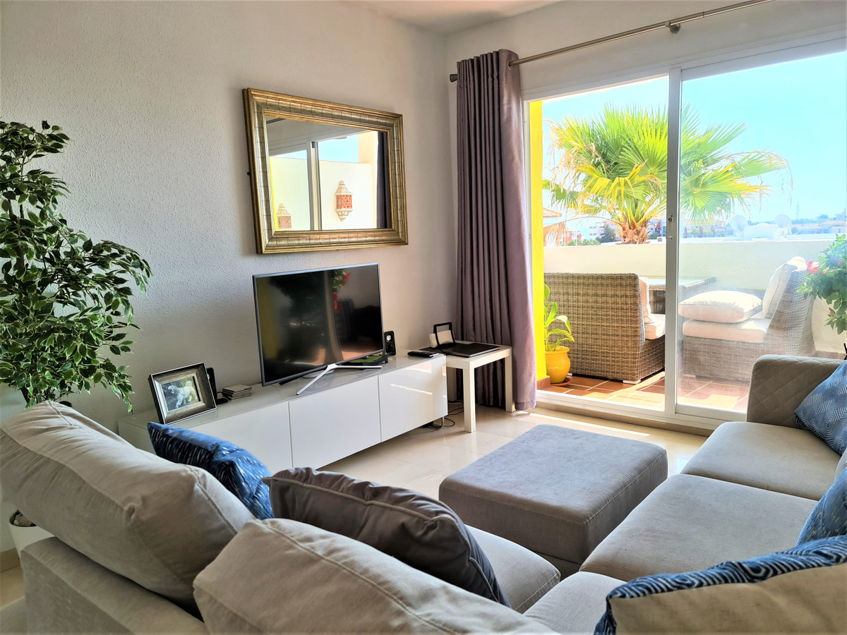 Bright 2 bedroom 2 bathroom apartment situated in a quiet complex in the heart of Riviera Del Sol. T,Spain