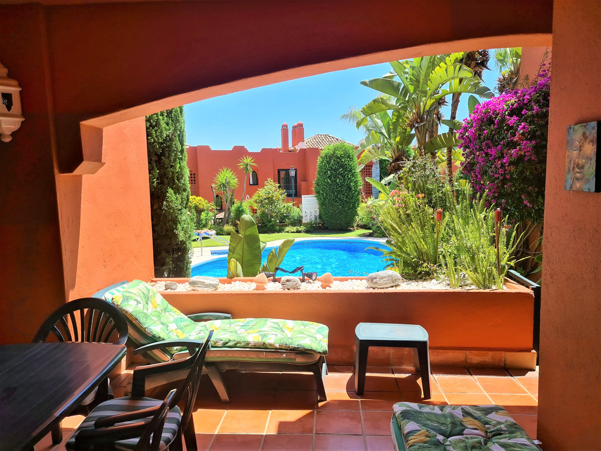 Excellent quality 2 bedroom 2 bathroom ground floor apartment situated in the upper part of Calahond,Spain
