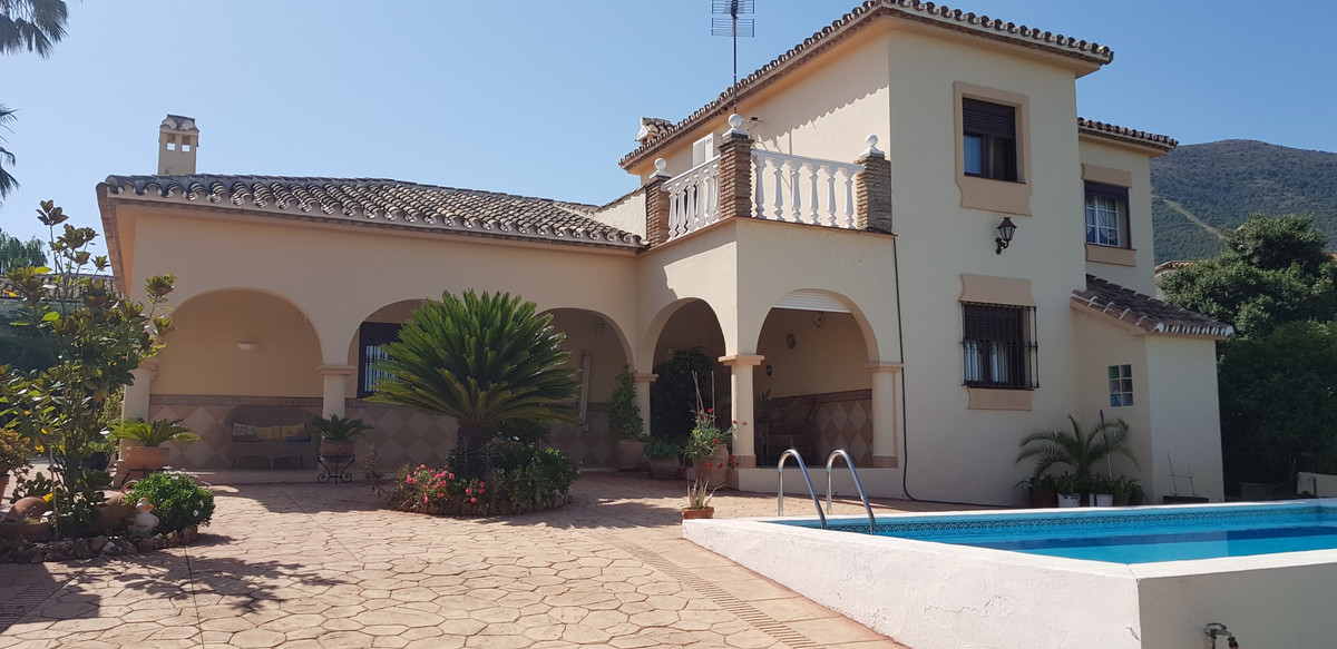 Beautiful country villa in Alhaurin El Grande located in a cul-de-sac with great views of the differ, Spain