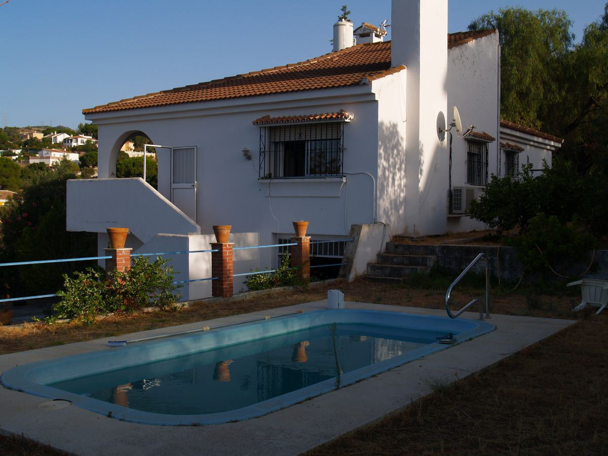 Attention Buyers we have another fantastic independent corner villa in Alhaurin de la Torre!!! This , Spain
