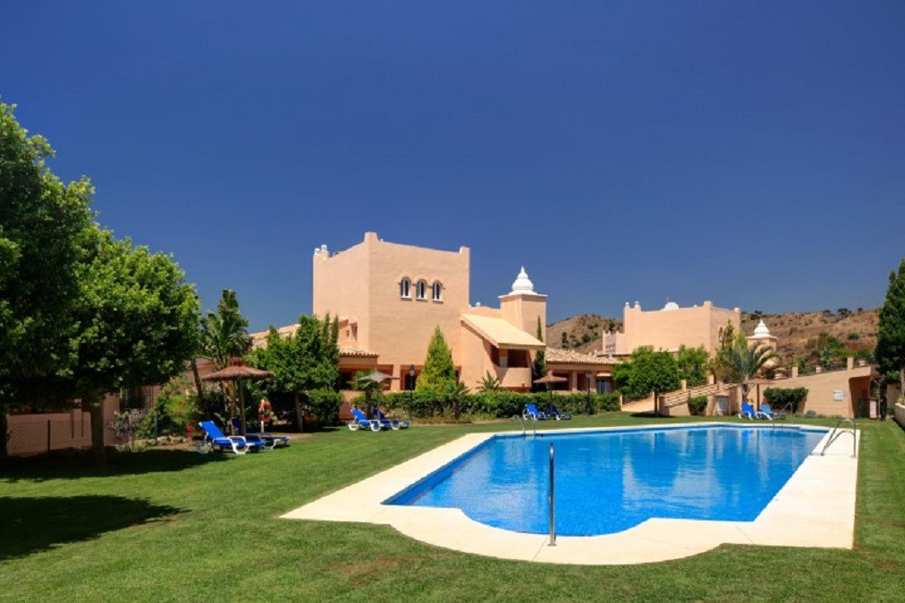 Santa Maria Village in Elviria - 5 min to Green Life golf course - 5 min to the beach and accredited,Spain