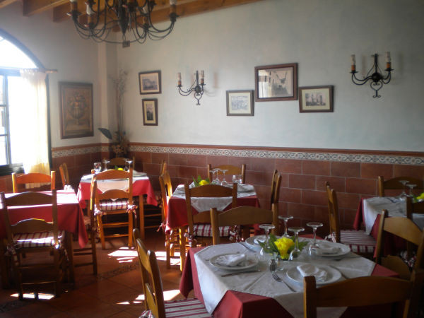 Situated in Monda´s centre. This nice restaurant and bar has a huge terrace and is totally fitted. T,Spain