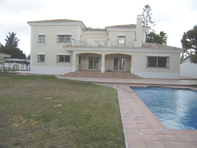 Ready to be used for the first time, this spacious villa is situated just a few steps from the beach, Spain