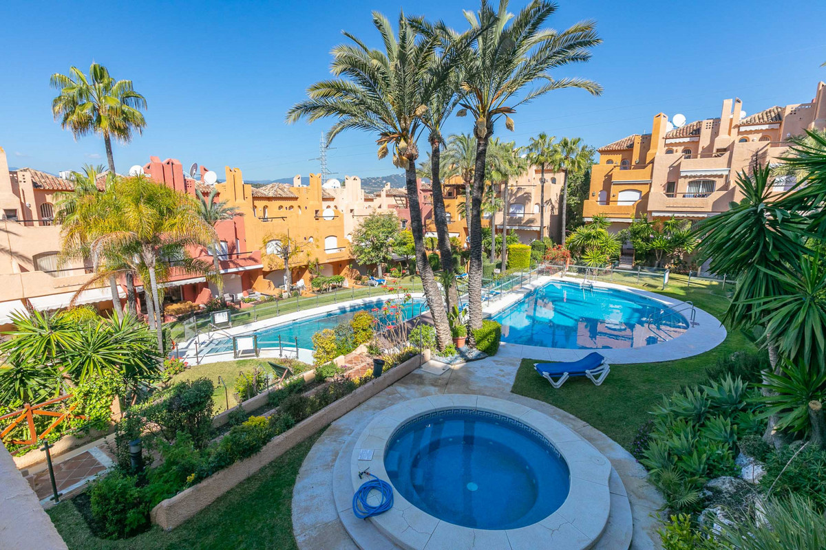 Superb three bedrooms, three bathrooms ground-floor apartment of 244sqm, located in the heart of the, Spain
