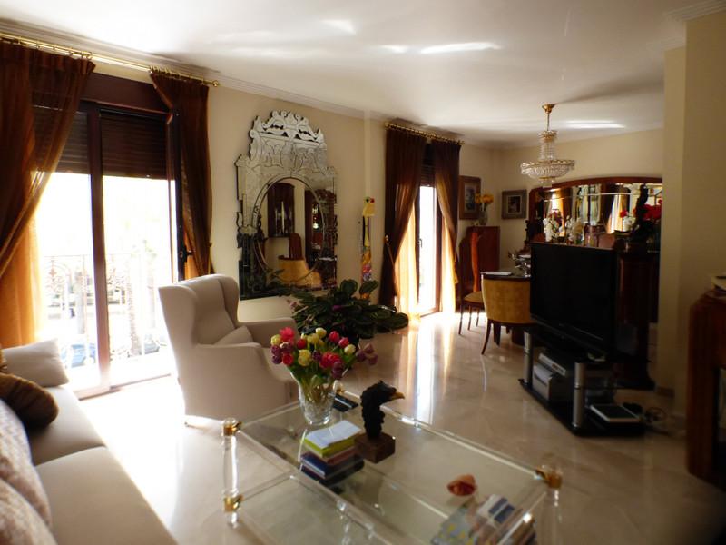 Apartamento Planta Media en venta en Marbella – R3500005