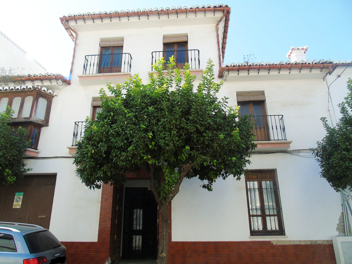 Wonderful house in the center of Velez Malag with 354M2, the house is divided into three floors, on , Spain