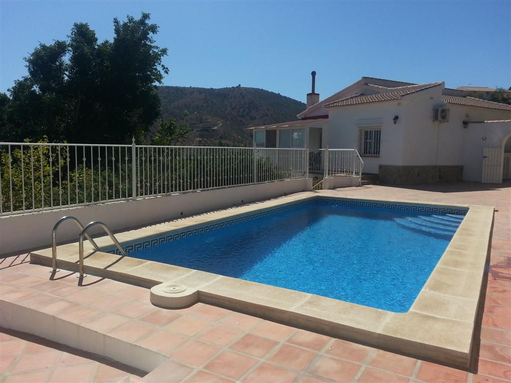 Independent villa in La Vinuela with stunning mountain views, The house has an area of ??162m2 distrSpain