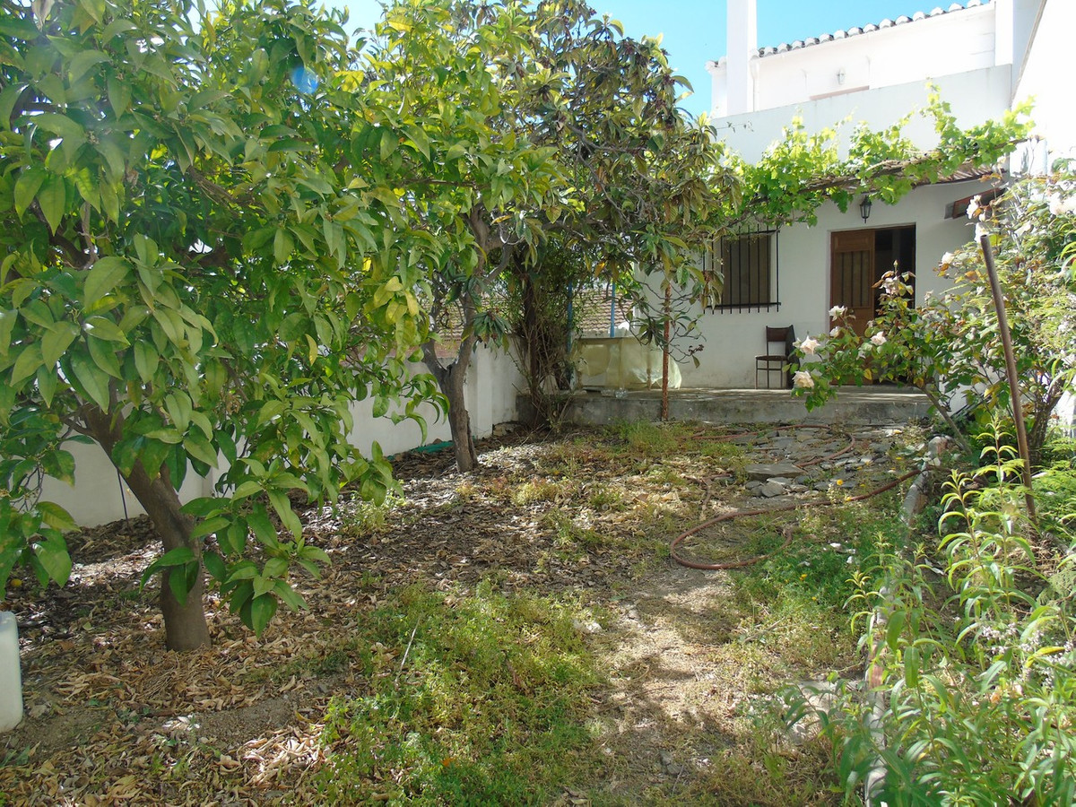 House with 3 bedrooms near Velez Malaga for sale (Almà ¡ char). Large village house located in Almà , Spain
