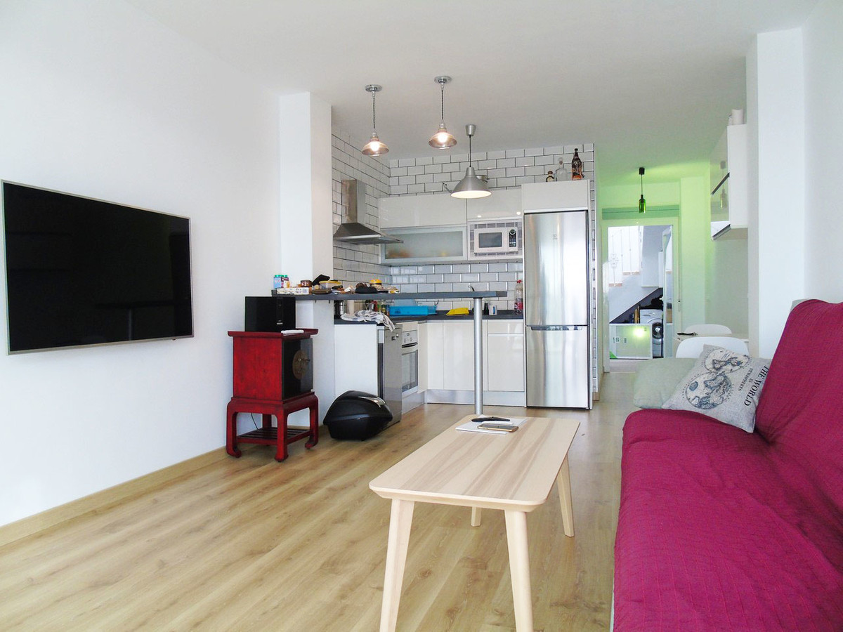 Wonderful semi-detached house with 3 bedrooms, converted into two, but easily transformable to 3 new,Spain