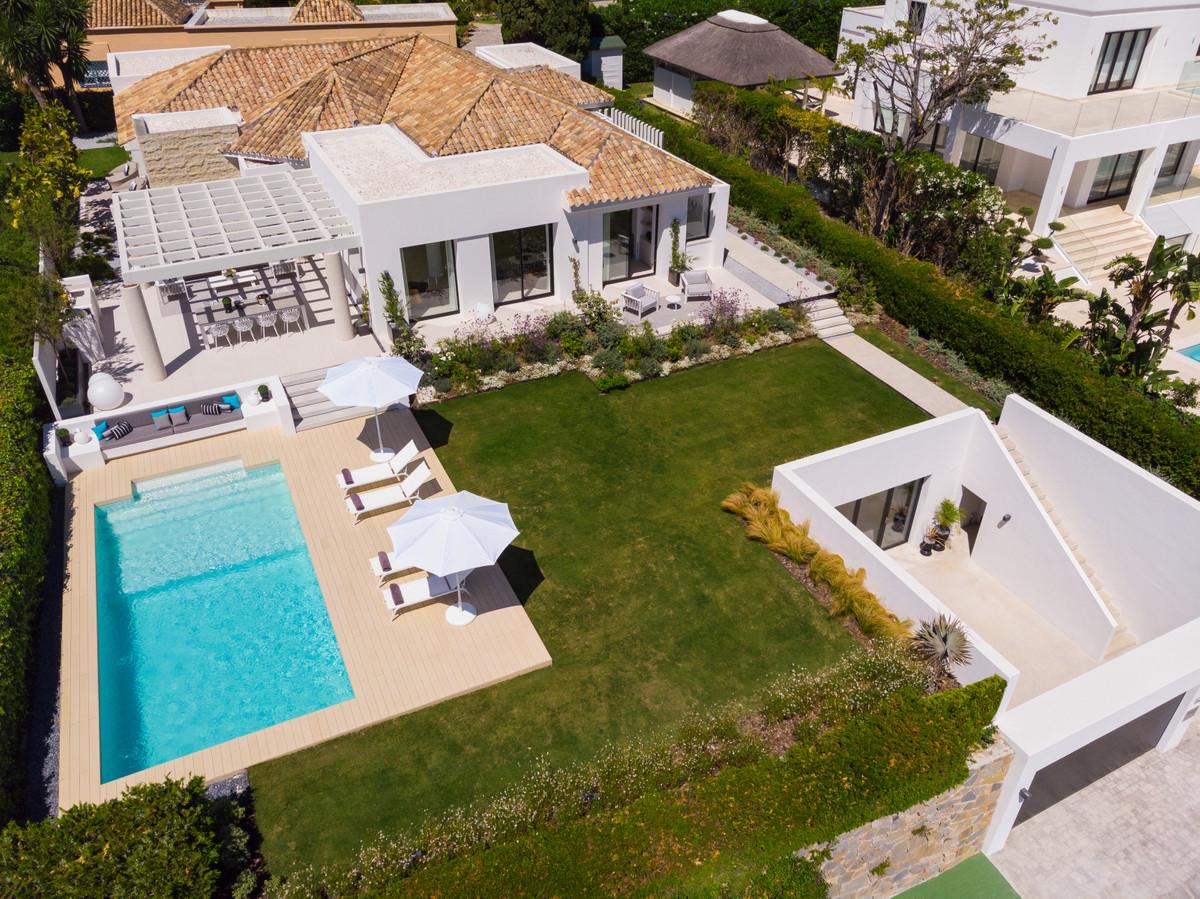 House in Aloha R3699167 1