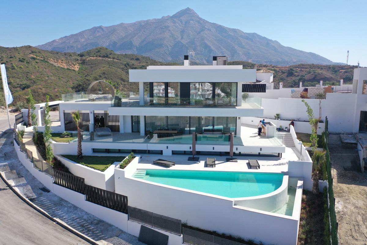 VillaDetachedfor salein Nueva Andalucía