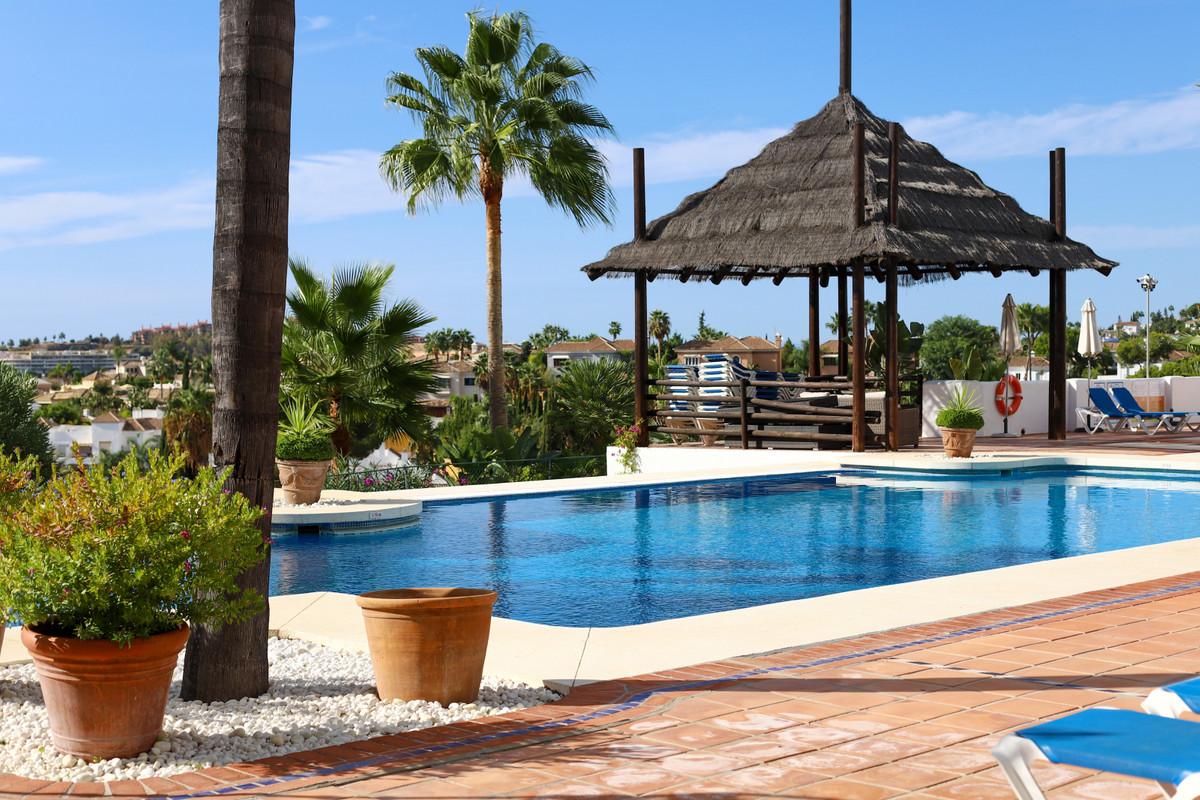 Marbella Banus Apartamento Planta Media en Venta en Aloha – R3728182