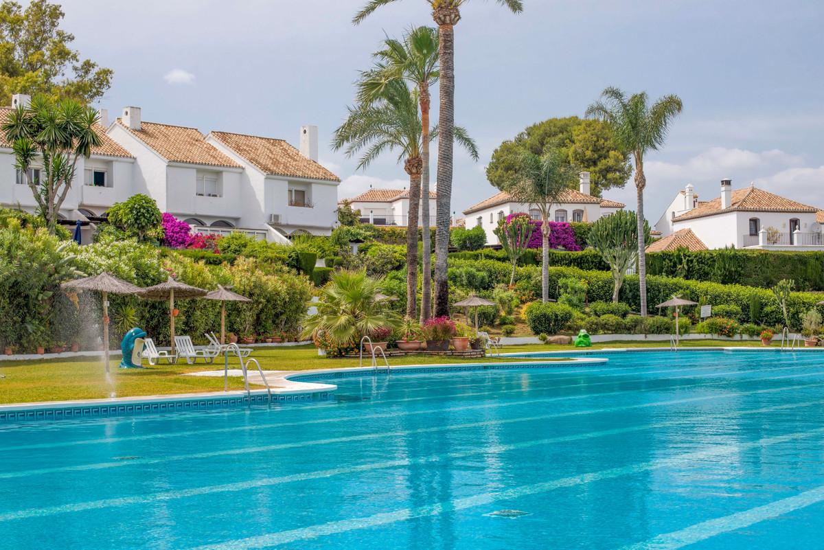 Marbella Banus Apartment for Sale in New Golden Mile – R3862639