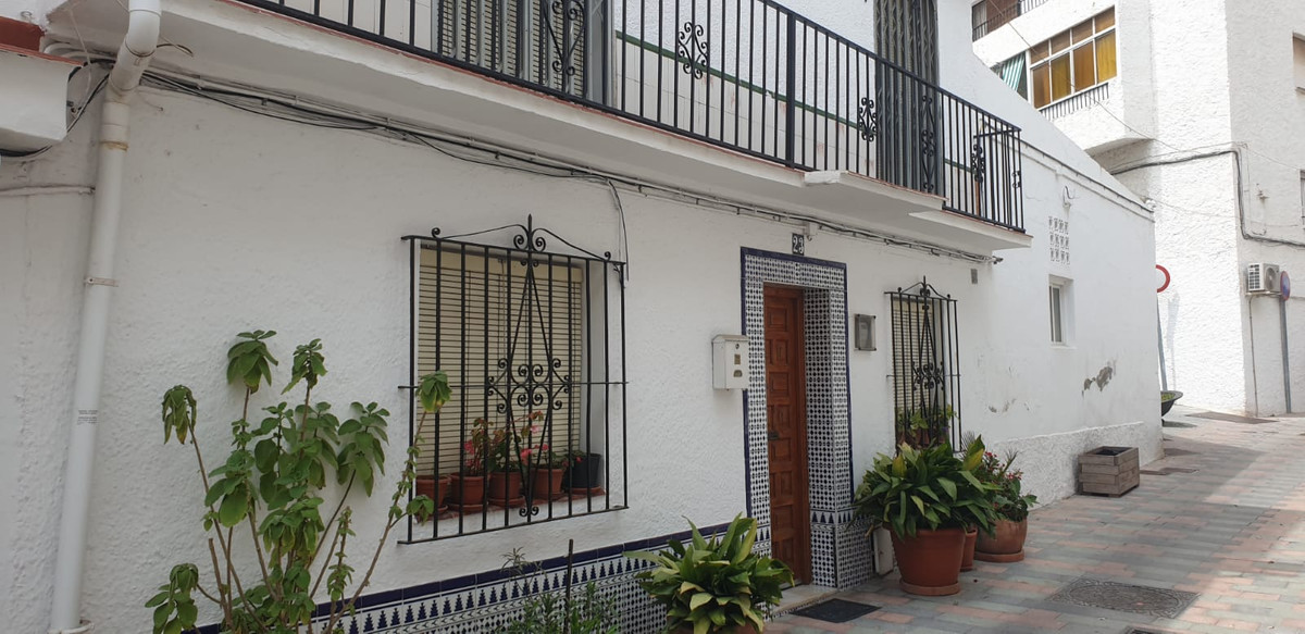 OPPORTUNITY! A lovely traditional townhouse in marbella old town town. Andalucia style. A great oppo, Spain