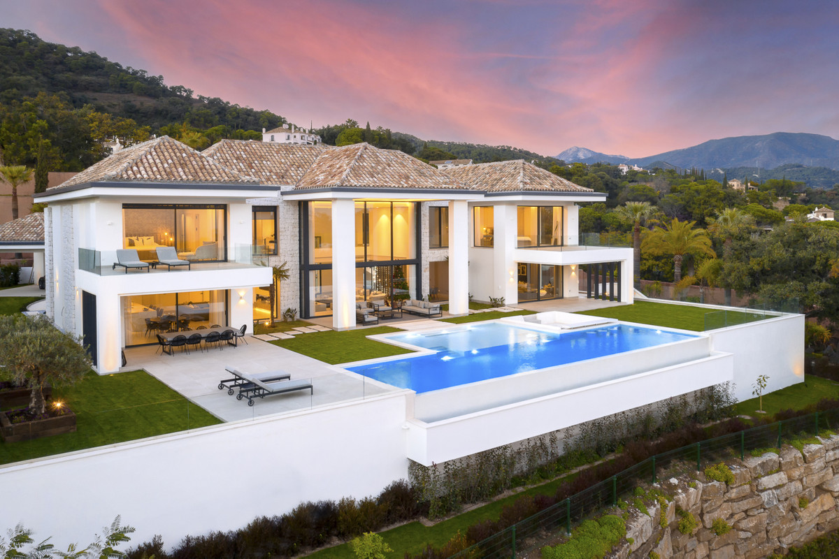 6 Bedroom Villa For Sale in El Madroñal - El Madroñal, Benahavis