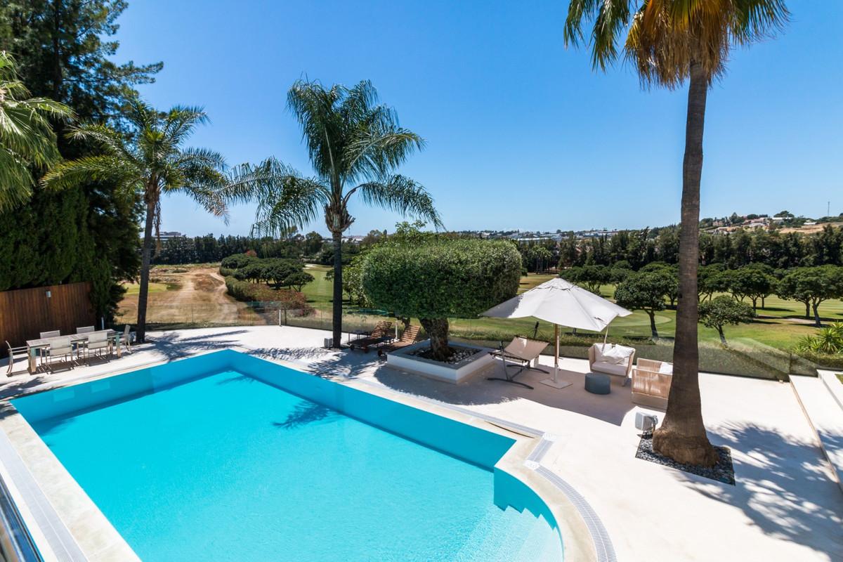 Detached Villa for sale in Nueva Andalucía R3542020