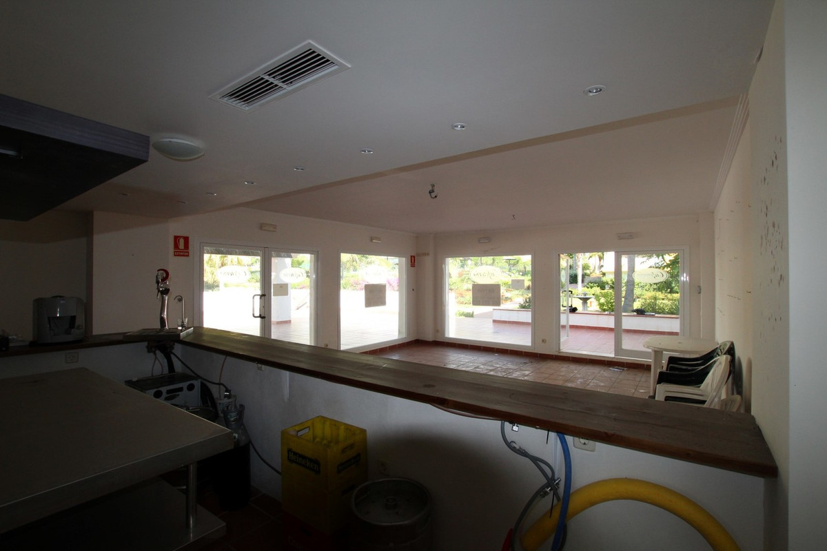 R3221044: Commercial for sale in Calanova Golf