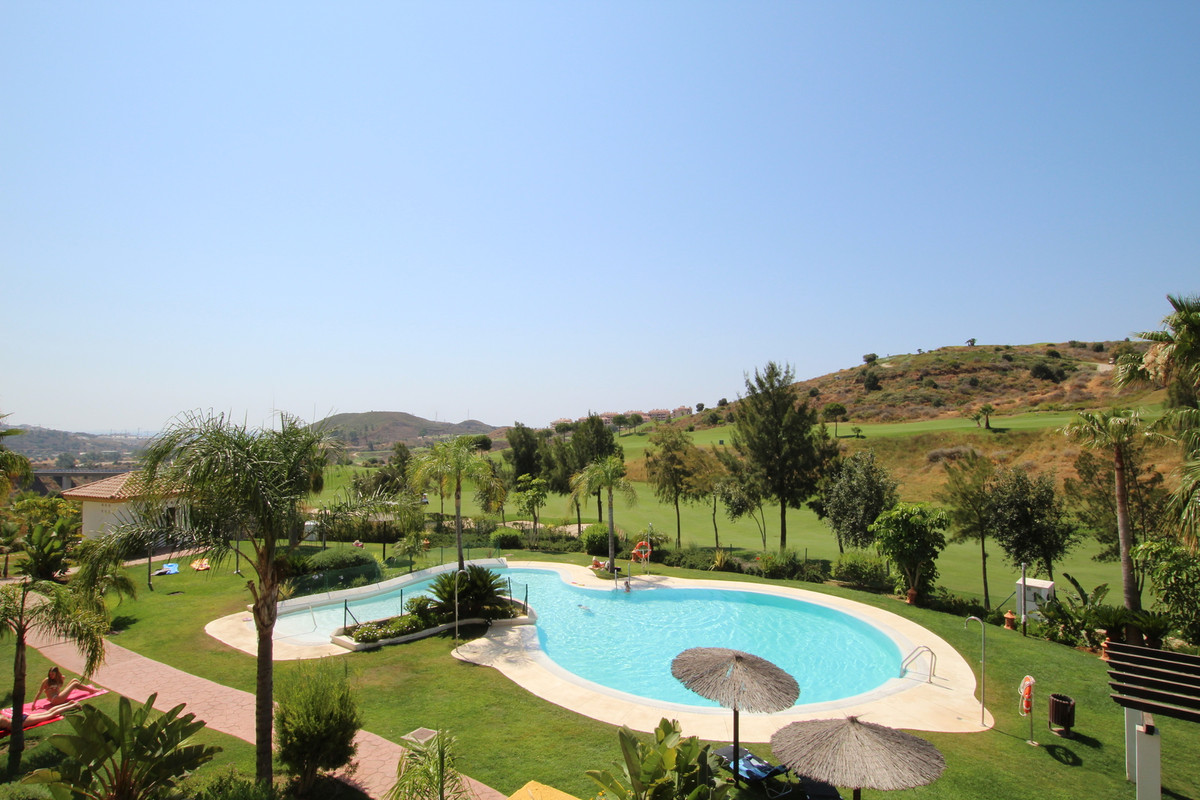 Middle Floor Apartment, Calanova Golf, Costa del Sol. 2 Bedrooms, 2 Bathrooms, Built 79 m², Terrace , Spain