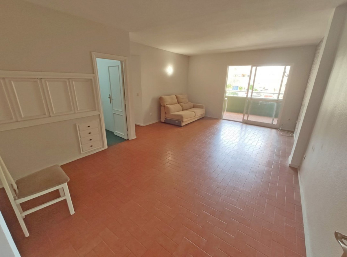 3 Bedroom Middle Floor Apartment For Sale Fuengirola