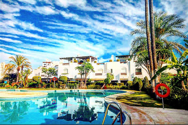Lovely townhouse in the 2nd line of the beach of San  Pedro de Alcantara , secure urbanization , clo,Spain