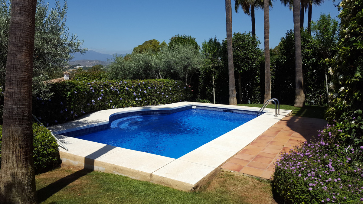 Immaculate, south west facing 5 bed, 4.5 bath villa situated in a commanding, elevated position offe,Spain