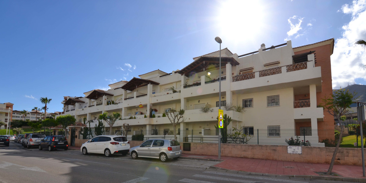In the Arenal Golf urbanization. Oriented to the south, very bright and sunny. Kitchen open to the l,Spain